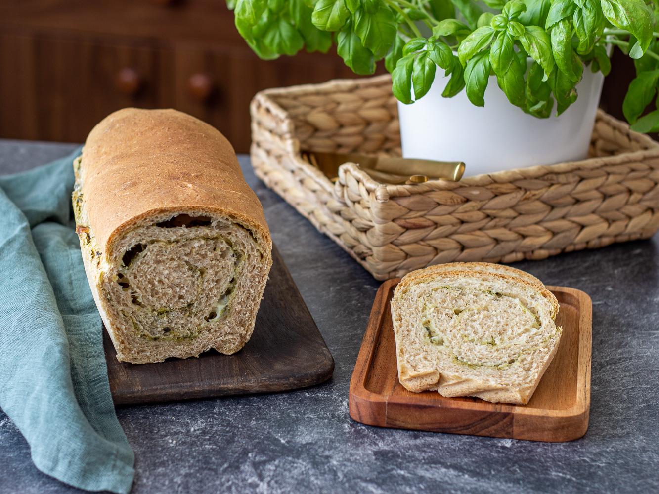 Celozrnný chléb s bylinkami a mozarellou