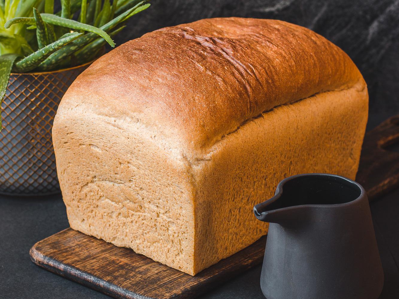 Toastový špaldový celozrnný chléb